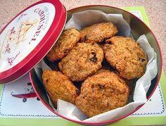 Super mrkvové sušenky s rozinkami, kokosem a vlašskými ořechy z kuchařky Vegan Cookies Invade your Cookie Jar (doporučuji!).   Veganotic