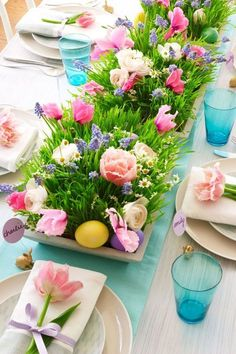 This Easter Brunch Decor Might Even Be More Impressive Than You Meal - 24 Easter Table Decorations – Table Decor Ideas for Easter Brunch - Easter Flower Arrangements, Easter Flowers, Cut Flowers, Fresh Flowers, Floral Arrangements, Floral Centrepieces, Easter Colors, Easter Brunch, Easter Party