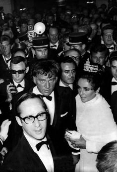 Elizabeth Taylor and Richard Burton arrive at the screening of 'The Taming of the Shrew' at the Gala de la Legion d'Honneur on September 29, 1967 in Paris, France
