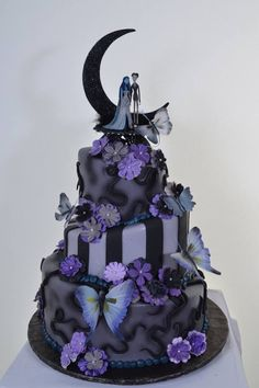 2014 Diy Nightmare Before Christmas Wedding Cakes - Halloween Corpse Bride Topper, Butterfly, Purple Flower Decor Bolo Halloween, Halloween Torte, Halloween Wedding Cakes, Christmas Wedding Cakes, Halloween Desserts, Christmas Birthday, Purple Halloween, Pretty Halloween, Disney Halloween