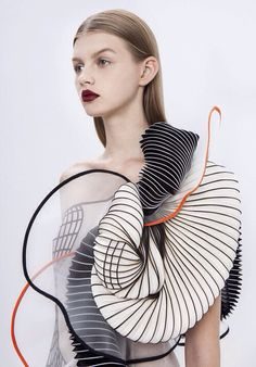 Incredible 3D printed clothing by Noa Raviv
