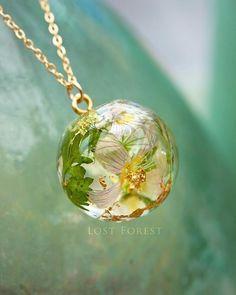 362 отметок «Нравится», 14 комментариев — Irish Botanical Jewellery ☘ (@lostforestjewellery) в Instagram: «☘UPDATE-SOLD ☘This handcrafted eco resin globe has encapsulated real wood sorrel flowers and…»