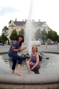 Angela Metzlaff & me www. Louvre, Building, Travel, Culture, Life, Woman, Voyage, Buildings, Viajes