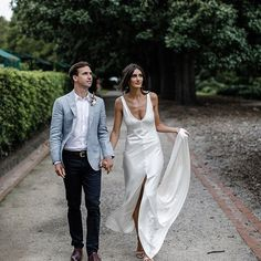 • STEPH • A One Day Bride • Moss Gown • We still love the effortless beauty of this gown • Photography: @benswinnertonweddings • @stephmitris • #oneday #onedaybride #mossgown #wedding #Regram via @onedaybridal