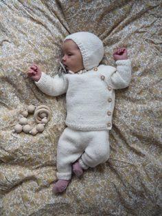 Ravelry: Ellen's Coming Home Set pattern by PetiteKnit Baby Cardigan, Cardigan Bebe, Knit Cardigan Pattern, Baby Pullover, Kids Knitting Patterns, Knitting For Kids, Baby Set, Pull Bebe, Baby Barn