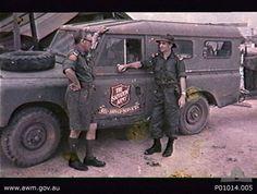 Ein Hilfsfahrzeug  (Land Rover) der australischen Heilsarmee im Einsatz in Vietnam.