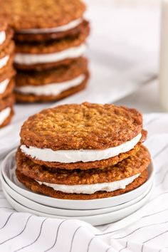 These homemade oatmeal pies are even better than any childhood memories you may have of the Little Debbie oatmeal creme pies. Oatmeal Creme Pie, Homemade Oatmeal, Family Fresh Meals, Incredible Recipes, Sandwich Cookies, No Bake Cookies, Cookie Dough, Baked Goods, Cookie Recipes