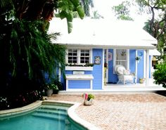 Cute little Naples, Florida, Cottage - one of my favorite houses in Naples on 9th St