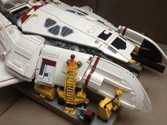 LEGO SYD MEAD's Dropship Lego Universe, Lego Ship, Lego Spaceship, Lego Pictures, Lego Mechs, Lego Construction, Lego Worlds, Cool Lego Creations, Lego Design