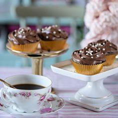 Englas Chokladcupcakes | Saftiga chokladmuffins med krämig mjölkchokladfrosting.