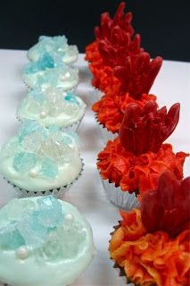 Fire and Ice.Game of Thrones themed cupcakes! Fire and Ice.Game of Thrones themed cupcakes! Game Of Thrones Kuchen, Game Of Thrones Food, Game Of Thrones Theme, Game Of Thrones Birthday Cake, Got Party, Party Time, Ice Games, Game Of Thrones Premiere, Prom Themes