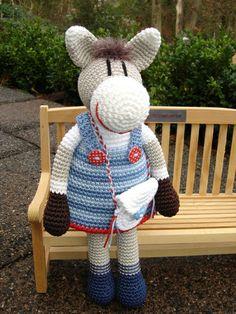 Pippa Pony ♥ von Schneckenkind auf DaWanda.com Cute Crochet, Crochet Dolls, Knit Crochet, Crochet Horse, Crochet Animals, Amigurumi Toys, Toddler Toys, Pet Toys, Cuddling