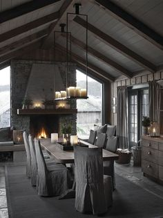Warm and cozy family cabin Deco-alcoholic – cozy home warm Chalet Interior, Interior And Exterior, Interior Design, Cabin Interiors, Rustic Interiors, Dark Interiors, Style At Home, Candles In Fireplace, Fireplace Ideas