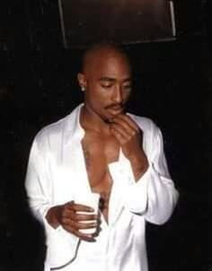 Why are we too real for this world Tupac? You said in your Life goes on As I bail through the empty . Tupac Wallpaper, Rap Wallpaper, Pink Wallpaper, Tupac Art, Tupac Pictures, Tupac Makaveli, Estilo Hip Hop, Manicure Y Pedicure, 90s Hip Hop