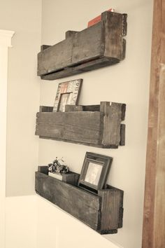 Pallet shelves...very cute! though I will think of this when I have bigger space..for now this would not be very useful for my stuff