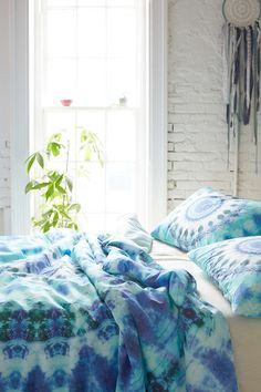 Magical Thinking Dhara Medallion Duvet Cover- Turquoise Full/queen from Urban Outfitters. Dream Rooms, Dream Bedroom, Bedroom Beach, Feng Shui Interior Design, Tie Dye Bedding, Duvet Covers Urban Outfitters, Bedroom Turquoise, Boho Room, Bohemian Bedding