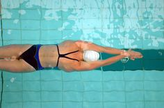 Fed up with being sidelined by swimmer's shoulder? Here's your ultimate guide to fixing and preventing shoulder injuries from swimming. I Love Swimming, Swimming Diving, Swimming Tips, Swim Mom, Swim Training, Shoulder Injuries, Health And Fitness Articles, Water Polo, Triathlon