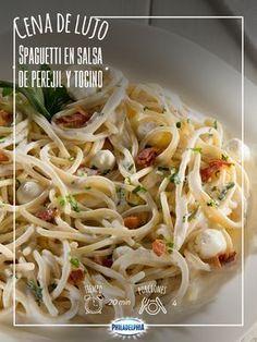 Sorprende a todos en casa con un Spaguetti en salsa de perejil y tocino.