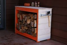 49 DIY Firewood Storage ideas: Seasoning Outdoor Sheds and Indoor Racks - Best Home Decor İdeas Indoor Firewood Rack, Firewood Holder, Firewood Storage, Diy Garden Projects, Diy Garden Decor, Wood Projects, Woodworking Projects, Recycled Trampoline, Outdoor Sheds