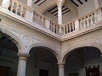 Alicante Villena - Patio del Palacio Municipal, formado por arcos carpaneles sobre columnas toscanas.