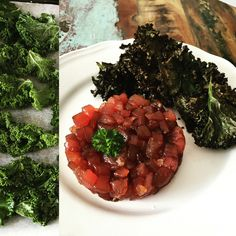 Tuna tartar with kale chips  1person 100g res tuna 6 big leaves of cale Sesam oil Fish saus Soja saus Chili dried Garlic dried  Heat the oven at 200 degrees Marinate the cale in 2 spoons of sesam oil, chili and the garlic. Put on an oven plate and put in the oven whyle its heating to 200 degrees. When ita at 200 degrees leave it for another 2 minutes.  Cut the tuna in small cubes. Put 1/2 spoon of soja saus, 1 spoon of sesam oil, 1/2 spoon of fish saus.  Prepaire it on a plate. Et voila…