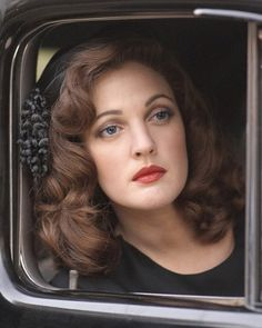 Is that Drew Barrymore? Always interesting to see modern interpretations of vintage makeup. Again, compared to the 30s: the thicker colored brow, the less smoky eye, the softer and longer hair. Still got the red lips going on, though.