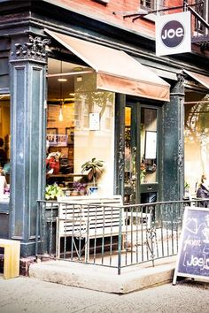 5 cozy cafes to duck into during a New York winter. Must visit local café while in New York City. Shopping In New York, New York Christmas, Italian Christmas, Winter Christmas, A New York Minute, New York Winter, Cozy Cafe, Café Bar, I Love Nyc