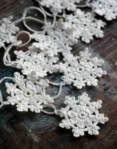 Items similar to Crochet Garland - Small Doily Bunting -- Snowflake garland - white linen -- 10 snowflakes on Etsy Crochet Motifs, Thread Crochet, Crochet Crafts, Yarn Crafts, Hand Crochet, Crochet Projects, Knit Crochet, Crochet Patterns, Crochet Tree