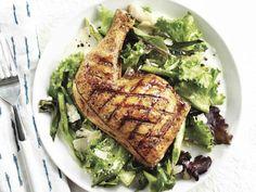 Chicken leg and chicken drumsticks recipes: Grilled chicken with spring onion salad Dinner Salads, Dinner Menu, Dinner Recipes, Best Grilled Chicken Recipe, Ways To Cook Chicken, Drumstick Recipes, Onion Salad, Lemon Pasta