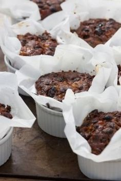 Individual Christmas cake recipe from Sarah Raven. These smaller, ramekin-sized cakes are perfect for presents and putting in people's stockings. Mini Christmas Cakes, Christmas Desserts, Christmas Treats, Xmas Cakes, Small Christmas Cake Recipe, Holiday Cakes, Xmas Food, Christmas Cooking, Food Cakes