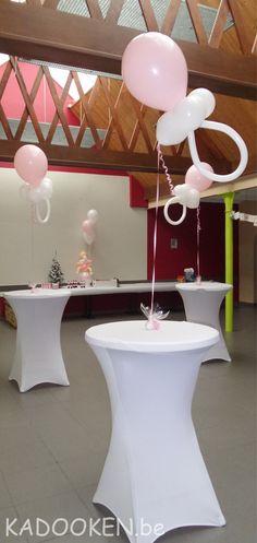 Babyborrel ballonnen, ballondecoratie geboorte, ballons, helium, fopspeen uit ballonnen, ballonbaby, doopfeest aankleding, versiering, ballonshop Dendermonde  www.kadooken.be