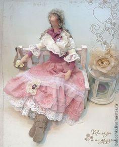 Текстильная+Кукла+Ванесса.+Текстильная+кукла+Ванесса+из+коллекции+Бохо-ШИК.+++-------------------------------------------++Сапожки++и+сумочка+у+девушки+из+натуральной+замши,+шубка+отделана+нежнейшими+кружевами,+юбка+-+вышитый+хлопок.++---------------------------------------------+…