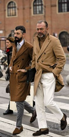Best street style: Pitti Uomo - Page 2 Best Street Style, Men With Street Style, Mode Chic, Mode Style, Men's Style, Italian Mens Fashion, British Style Men, Best Dressed Man, Gentleman Style