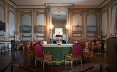 French Luxury Furniture like in Versailles Chateau Versailles, Palace Of Versailles, Palace Interior, Apartment Interior, Louis Xvi, French Furniture, Luxury Furniture, French Castles, Royal Residence