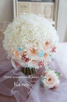 ウェディングブーケ(かすみ草とガーベラのクラッチブーケ)   ウェディングブーケ,花冠,贈呈花,トス用ブーケ,ラウンドブーケ,バッグブーケ