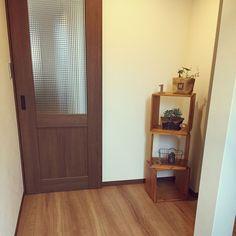女性で、4LDKの新築/Dフロア チェリー/LIXIL/玄関からリビングへのドア/建具はクリエモカ…などについてのインテリア実例を紹介。