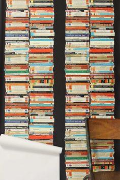Tapeter med bøger på pynter gevaldigt - de findes i alverdens afskygninger på nettet /Charlotte.