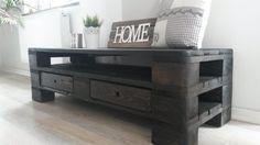 Finde landhausstil Wohnzimmer Designs in Schwarz: Paletten Couchtisch TV Sideboard. Entdecke die schönsten Bilder zur Inspiration für die Gestaltung deines Traumhauses.