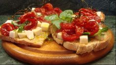 2016 - Festa della Birra e della Bruschetta - Beer and Bruschetta Fest, Aug. 18-23, in Marola, Torri di Quartesolo, Sport Center, Via Cedri, about 5 miles east of Vicenza; food booths featuring the typical bruschetta (i.e. toasted bread seasoned with garlic, olive oil, etc.) and many other local specialties open at 7 p.m.; live music and entertainment start at 9 p.m.; pony rides for children; fireworks on Aug. 23 at 11 p.