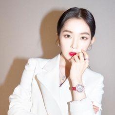 irene for damiani Seulgi, South Korean Girls, Korean Girl Groups, Irene Red Velvet, Black Velvet, Kim Yerim, Kpop Girls, Makeup Looks, Singer
