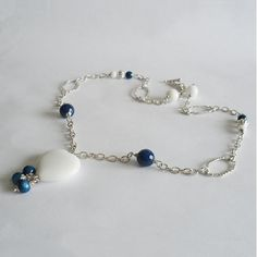 Blue and white agate necklace with heart by La pietra blu di Avalon