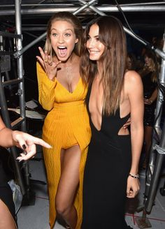 Pin for Later: MTV Video Music Awards verpasst? Das waren die 31 besten Momente Model Doppelpower: Gigi Hadid und Lily Aldridge