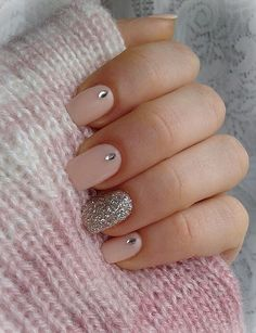 Discover new and inspirational nail art for your short nail designs. Learn with step by step instructions and recreate these designs in your very own home. Nail Art Grey, Pink Nail Art, Cute Nail Art, Glitter Nail Art, Easy Nail Art, Pink Nails, Easy Art, 3d Nails, Silver Glitter