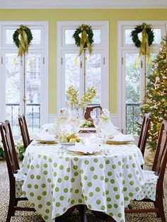 49 Adorable Fresh Green Christmas Decor Table Ideas - Home-dsgn Holiday Day, Christmas Time Is Here, Green Christmas, All Things Christmas, Christmas Holidays, Christmas Christmas, Modern Christmas, Christmas Morning, Christmas Colors