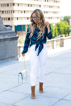 Is it ok to wear white jeans after Labour Day? Well I am here to answer that age old question! Also, here is how to find that PERFECT flannel shirt and what exactly that means. You can look your best this fall. #fashion #flannelseason