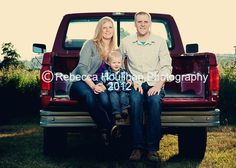 Family pictures in the country by Rebecca Houlihan Photography