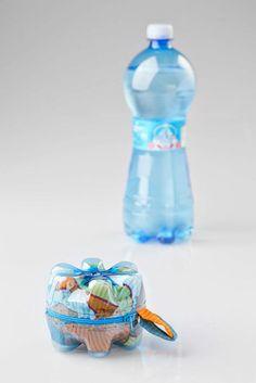 BOTTOM BAG: BOTTIGLIE ECO DI ACQUA SANT'ANNA DIVENTANO BORSETTE  http://www.mcjpost.it/index.php/bottom-bag-bottiglie-eco-di-acqua-santanna-diventano-borsette/#