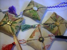Lavender Bags, Lavender Scent, Christmas Crafts For Adults, Christmas Ornaments, Origami, Sewing Projects, Gift Wrapping, Jewels, Holiday Decor