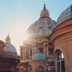 необыкновенное сооружение! трудно представить как вообще люди могли создать весь этот потрясающий ансамбль... done  #saintpetersbasilica #vatican #vaticano #dome #travel #vacationtime #vacations #traveltheworld by lacrima_b