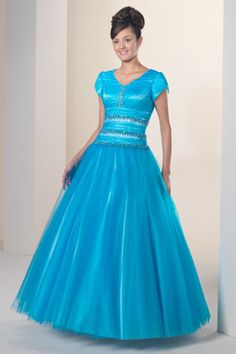 Gorgeous modest prom dress. I love it!!